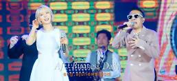 Top singer Kim Kun-mo and AOAs Choa team up at K-pop concert