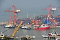 '순항' 준비 중인 중국 해운·항공업...'안갯속 표류'하는 한국
