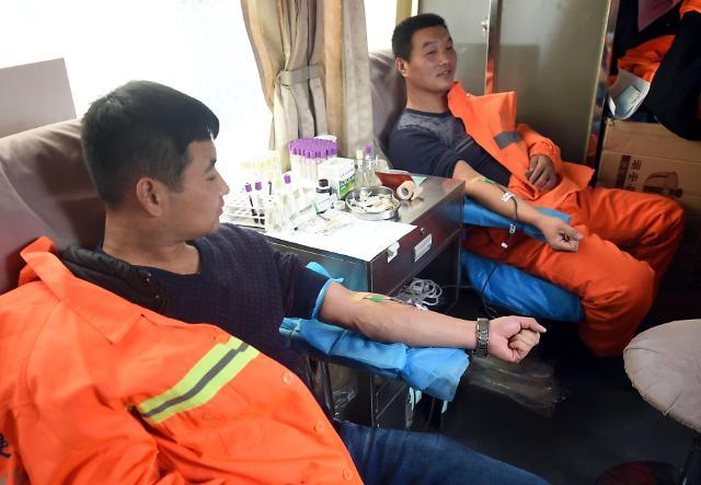 [영상중국] 자발적 헌혈 열기, '영화표는 안 주셔도 됩니다'