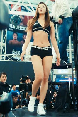 유승옥, UFC 옥타곤걸로 첫 활동