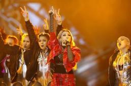 .2015MAMA:2NE1全成员亮相 CL公开个人新曲表演.