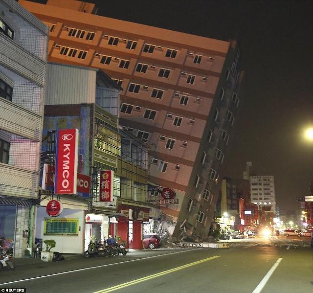 台湾南部发生里氏6.4级地震 多处楼房倾倒