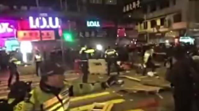 불안한 홍콩, 춘제 대규모 폭력시위...100여명 부상