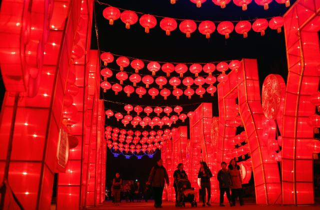 [영상중국] 끝나지 않은 음력 설 연휴, 화려한 등불 축제