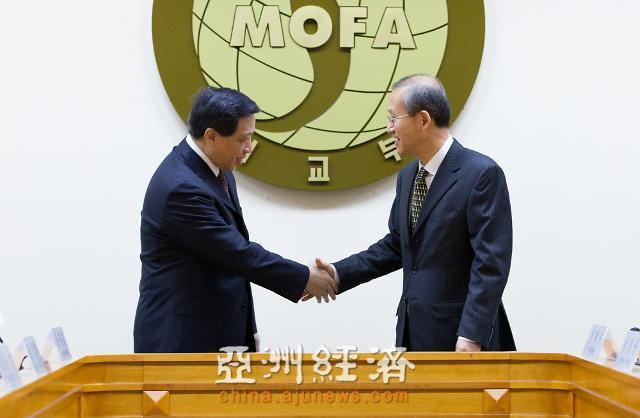 16日韩中举行副部长级对话 中国表明反对在韩部署萨德系统立场