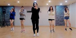 """.G-Friend releases practice version of """"Rough"""" choreography."""