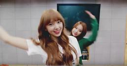 .Cosmic Girls catching fans eyes in new Mo Mo Mo MV.