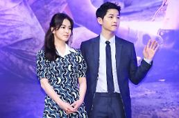 .Song couple deny rumors about dating.