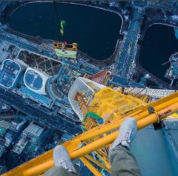 .[AJU VIDEO] Footage of Urban Explorer conquering 610m high Lotte Tower revealed.