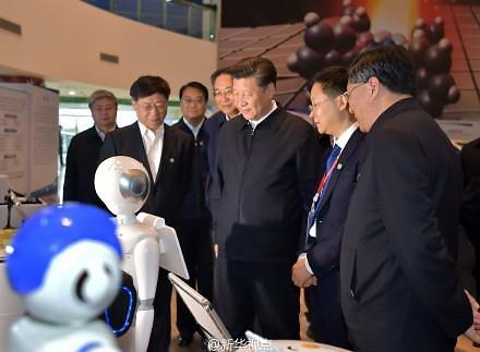 [영상중국]  '반가워요' 시진핑에게 인사하는 로봇
