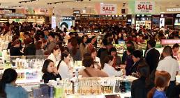 .South Korea to open more duty-free stores mainly for Chinese.