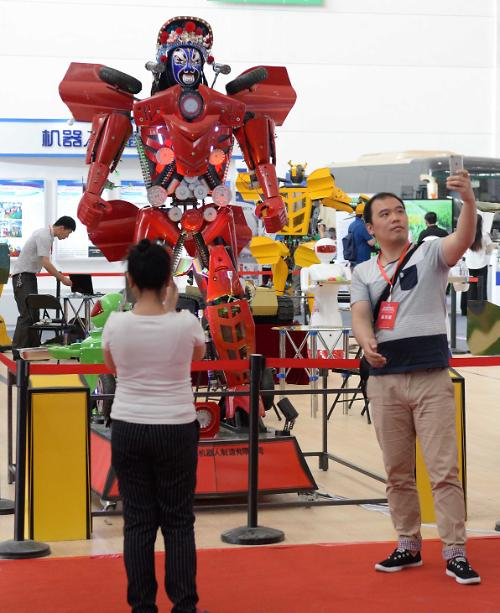 [영상중국] 이 정도는 되야 '중국 로봇', 하얼빈 설비제조박람회