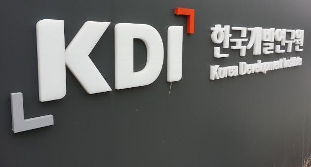 KDI, 올 경제성장률 3.0→2.6% 하향...내년도 비슷