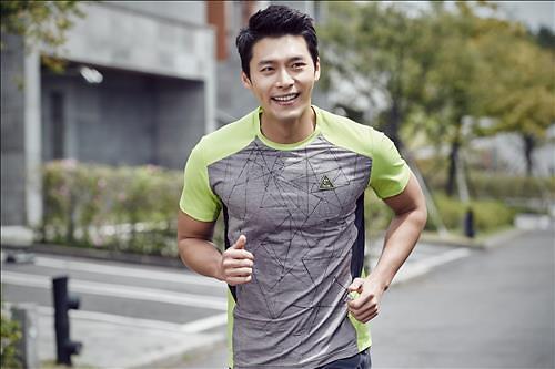 衣服也智能 韩国科技时装走红市场