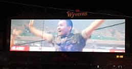 .Soldier perfectly covers TWCEs Cheer Up during baseball match.