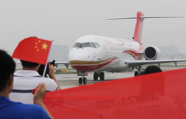 [영상중국] 중국 첫 자국 생산 여객기 ARJ21, '하늘로'