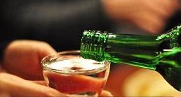 .韩国人不爱洋酒喝烧酒  半年不到人均干掉29瓶.