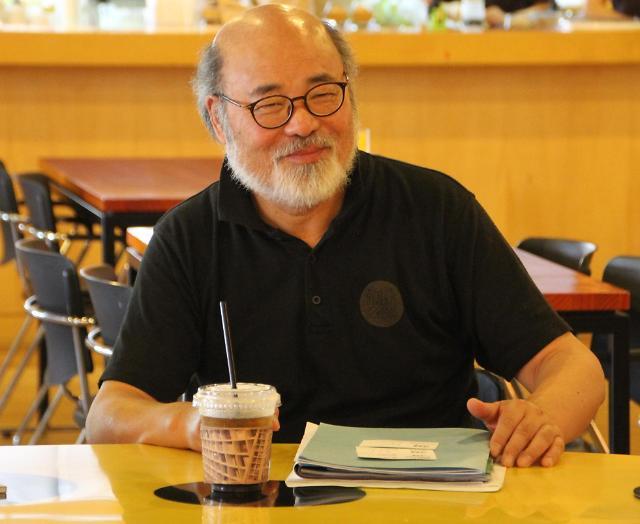 【专访】中国书籍设计大师吕敬人:以书会友 望韩中文化交流更上一层楼
