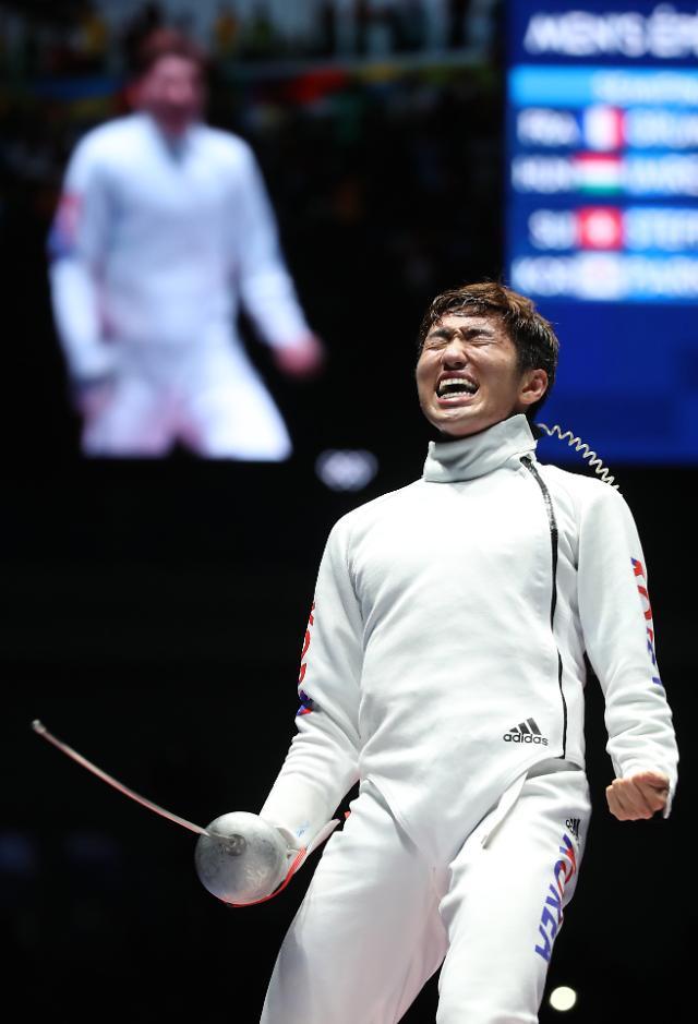韩击剑选手朴相泳夺男子重剑个人金牌