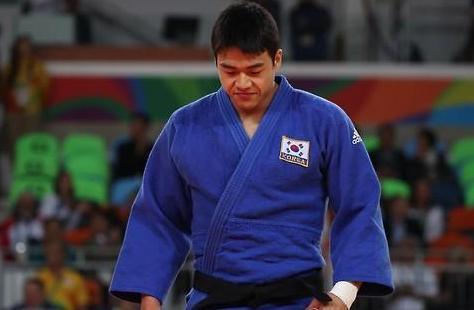 韩国男子柔道90公斤级郭东韩获铜牌