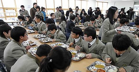 """韩67.6%中小学生享受""""免费午餐"""" 教育部对饭菜质量表担忧"""