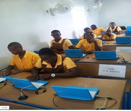 """韩国教育部将在非洲再建""""太阳能学校"""" 科技与教育结合"""