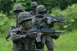 .[UPDATES] South Korean front-line artillery stages largest live-fire exercise.