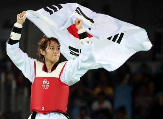 韩跆拳道选手金昭熙为韩摘夺第7枚金牌