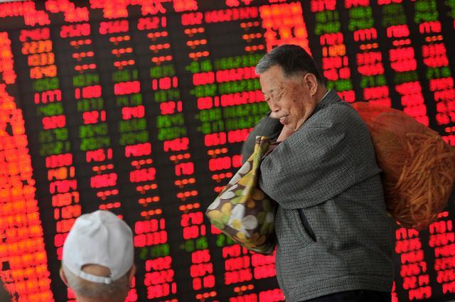 중국 증시 오른다? 신규 투자자 급증