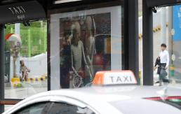 .Passengers leave taxi driver suffering from heart attack to die.