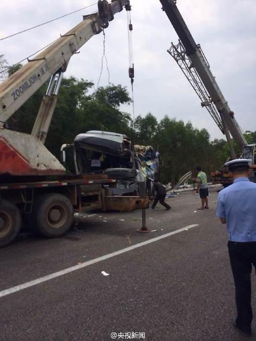 [영상중국] 중국 고속도로 버스 전복사고....10명 사망