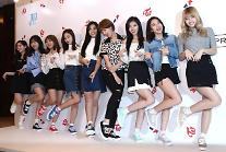 女团TWICE9人9色出席鞋子新品发布会
