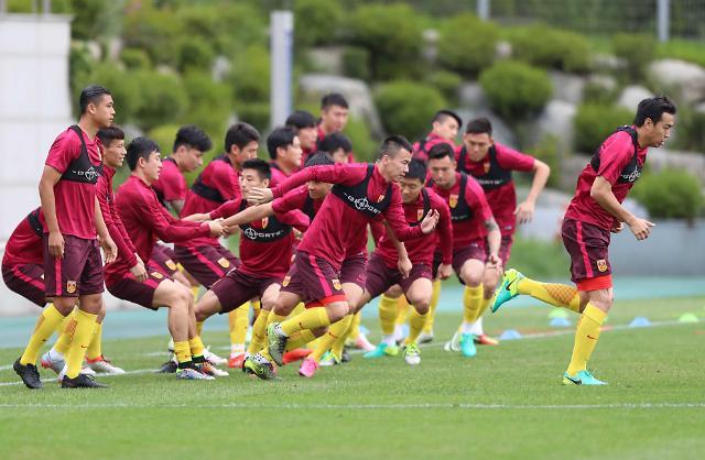 [영상중국] '준비됐다' 몸풀기 여념없는 중국 축구 대표팀