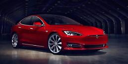 .Tesla agrees to open electric car retail store in new shopping complex   .