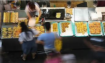 韩国人为准备中秋节逛市场超市花多少钱?
