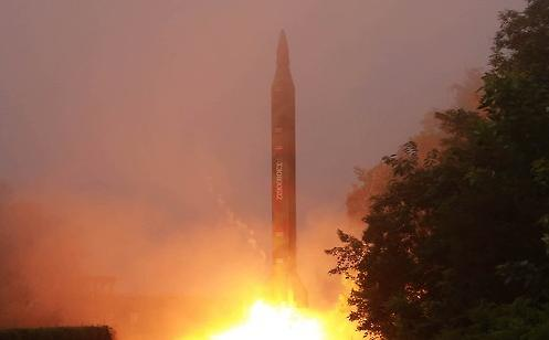"""朝鲜再射3枚""""芦洞""""导弹 侵犯日本防空识别区400公里"""