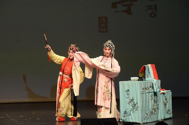 中国昆剧《牡丹亭》在韩惊艳演出 纪念汤显祖逝世400周年