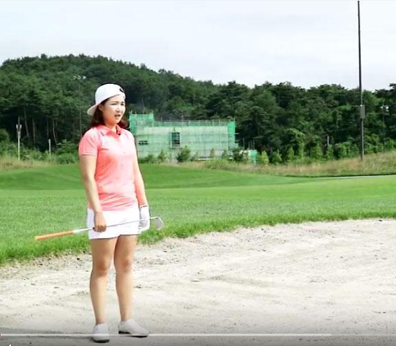 """[이혜수 동영상 골프레슨] 48,페어웨이 벙커 """"채를 짧게 잡고 공의 허리 타격"""""""