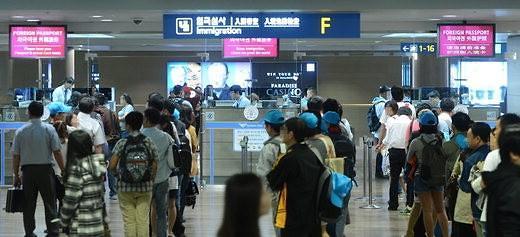仁川机场预测高峰时段合理调配人力 入境待时缩短至20分钟