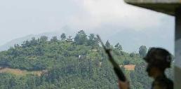 一名朝鲜士兵29日越过停战线投奔韩国