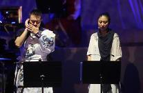 高唱韩国民谣《阿里郎》的外国音乐人