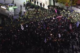 Tens of thousands protest in S. Korea, demands president quit over scandal