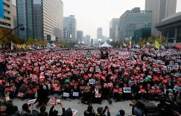 Parks approval rating at record-low 5%: Yonhap