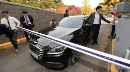 Tycoons grilled in scandal involving President Park: Yonhap