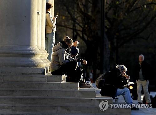 '경기침체 때문에' 전 세계 캥거루족 증가 추세