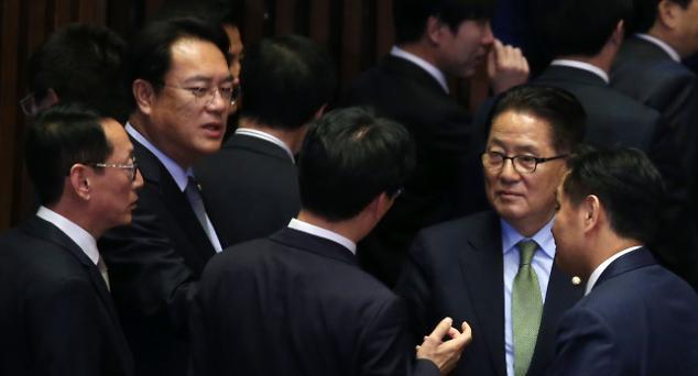 3野 '탄핵 부결되면 의원직 총사퇴' 배수진