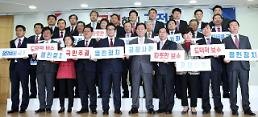 S. Koreas conservative ruling party split into two groups