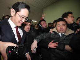Samsungs de facto head released from gruelling marathon interrogation