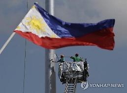 .Philippine Islamic group releases S. Korean hostage.