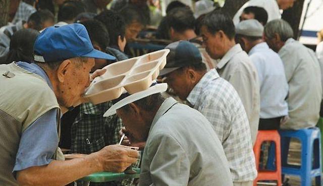 韩国老年人贫困率长期居高不下 政府相关政策调整迫在眉睫
